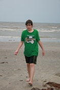 ./photos/galveston_july_2008/16_jeremy_at_beach.jpg