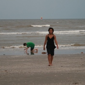 ./photos/galveston_july_2008/17_kids_at_beach.jpg